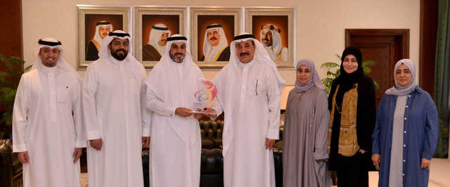<p>Labour and Social Development Minister Jameel bin Mohammed Ali Humaidan met Bahrain Paralympic Committee chairman Shaikh Mohammed bin Daij Al Khalifa and discussed planned events in Bahrain and abroad. The ministry is in charge of centres serving people with physical disabilities. Present were assistant undersecretary for Social Care and Rehabilitation Shaikha Aisha bint Ali Al Khalifa and other officials.</p>