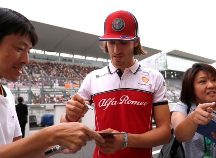 Giovinazzi staying in unchanged Alfa Romeo lineup for 2020