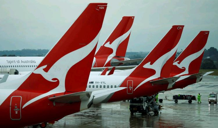 Qantas joins IAG in pledge to slash emissions to counter climate change