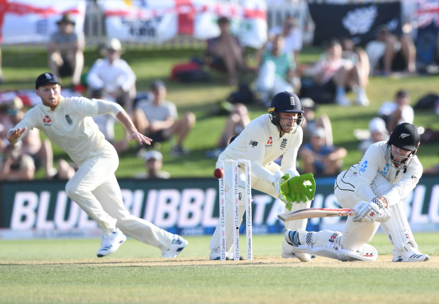Williamson dismissal puts England on top in first NZ Test