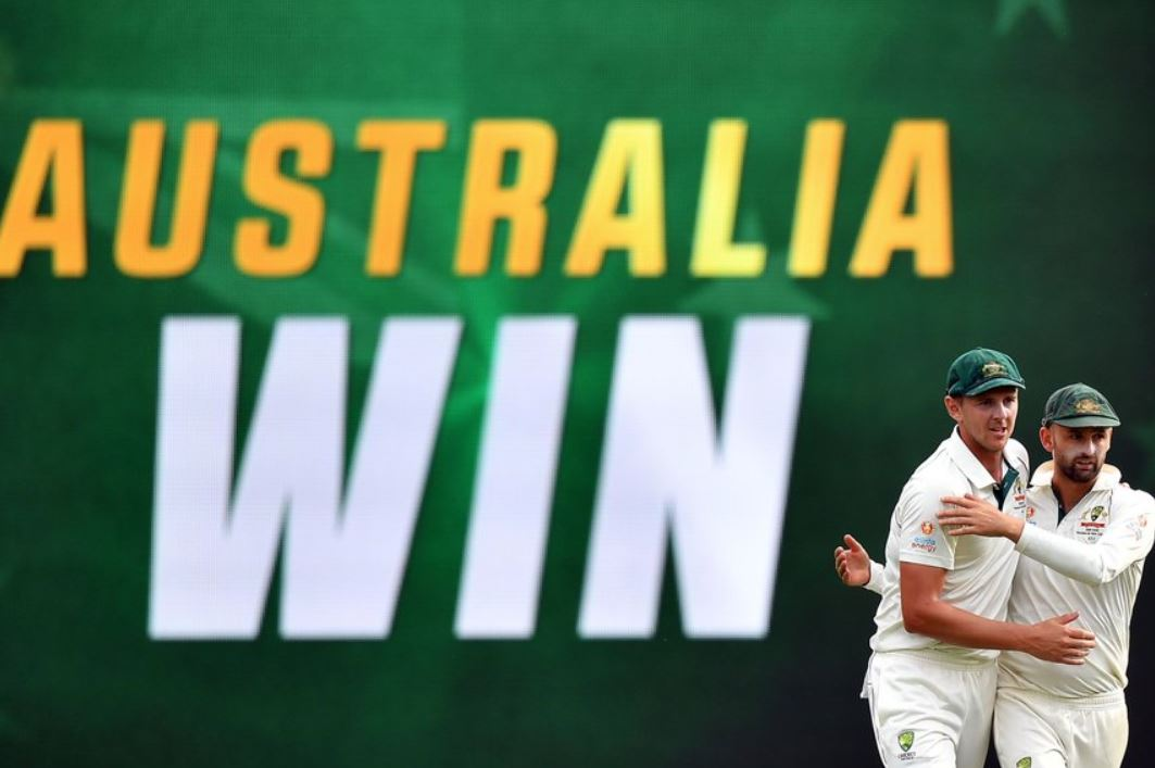 Australia beat Pakistan by an innings and five runs in first test