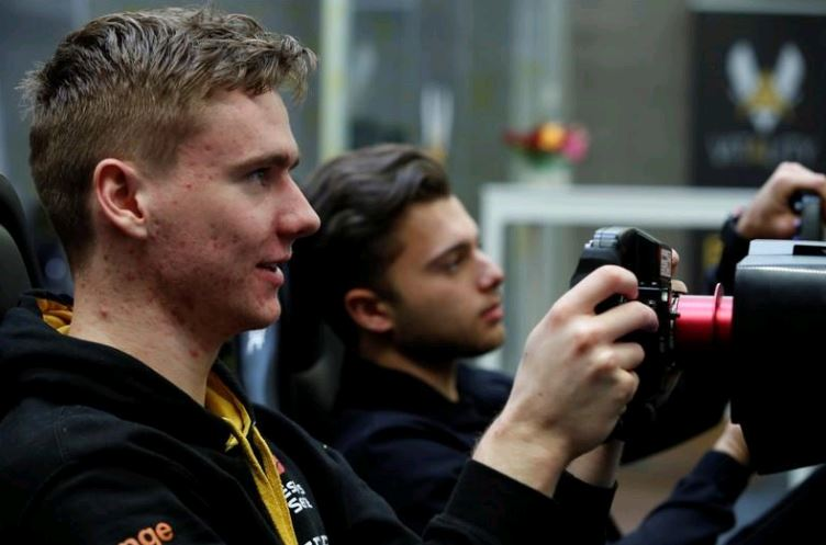 Renault harnesses real F1 resources for virtual success