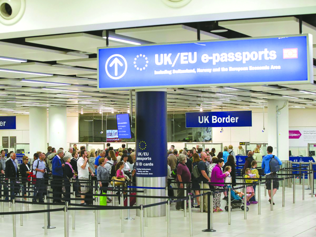 Migration to UK falls sharply over Brexit