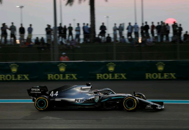 Hamilton storms to final pole of the Formula One season