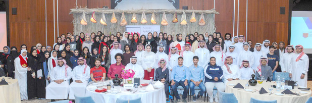 <p><em>Students, mentors and officials at the celebration</em></p>