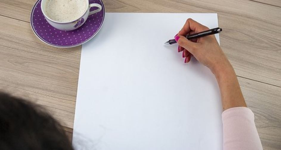Club lines up painting and essay contest
