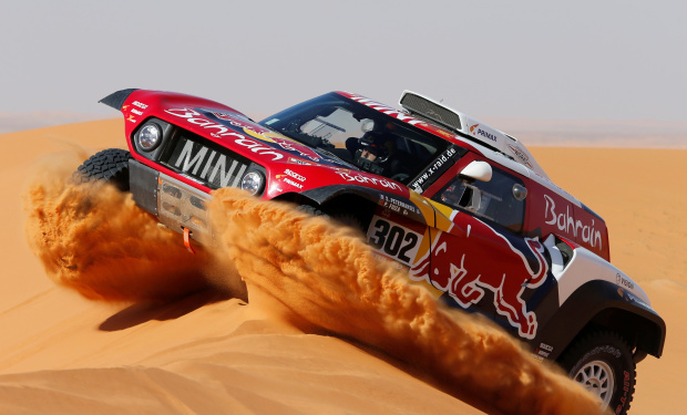 Sainz extends Dakar lead