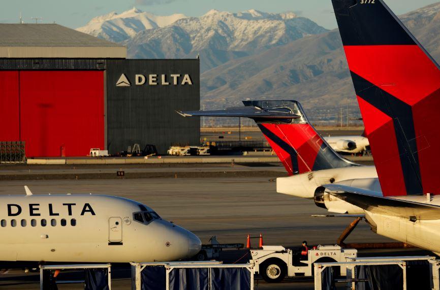 Delta flight dumps fuel on LA school, 26 treated for minor injuries