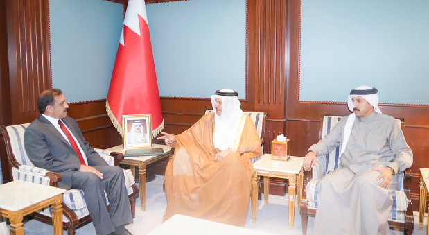 <p>Foreign Minister Dr Abdullatif bin Rashid Al Zayani received Pakistan&rsquo;s Ambassador Afzaal Mahmood, who presented a letter to His Majesty King Hamad from Prime Minister Imran Khan inviting him to visit Pakistan.</p>