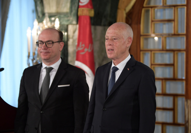 Promising political stability, new Tunisian government takes office