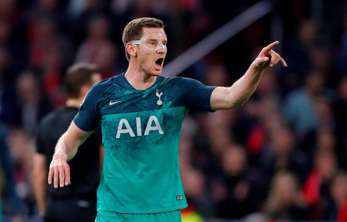 Tottenham Hotspur player Jan Vertonghen's family robbed at knife point
