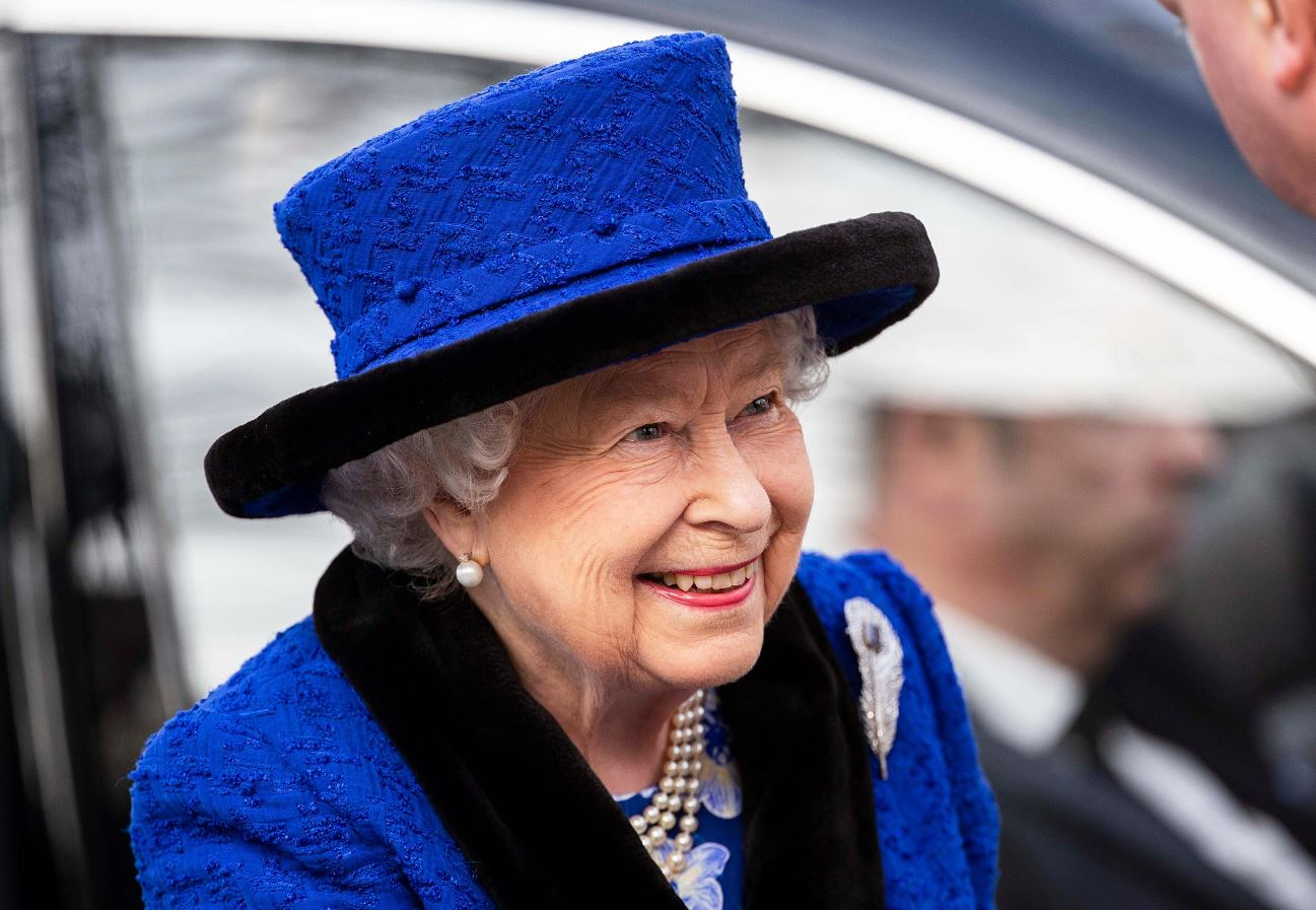 Queen Elizabeth to self-quarantine at Windsor Castle