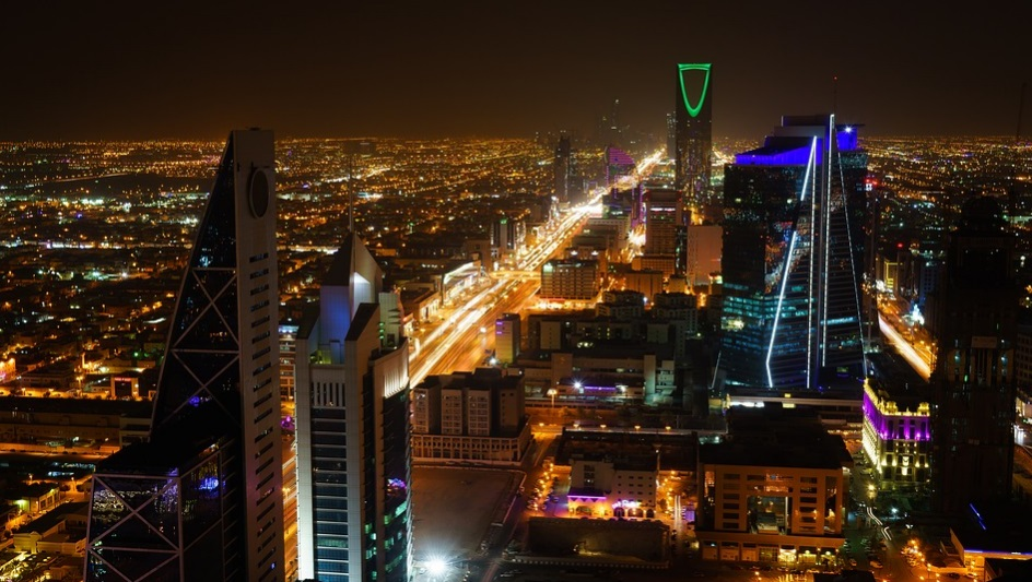 Saudi arrests 4 for flouting curfew