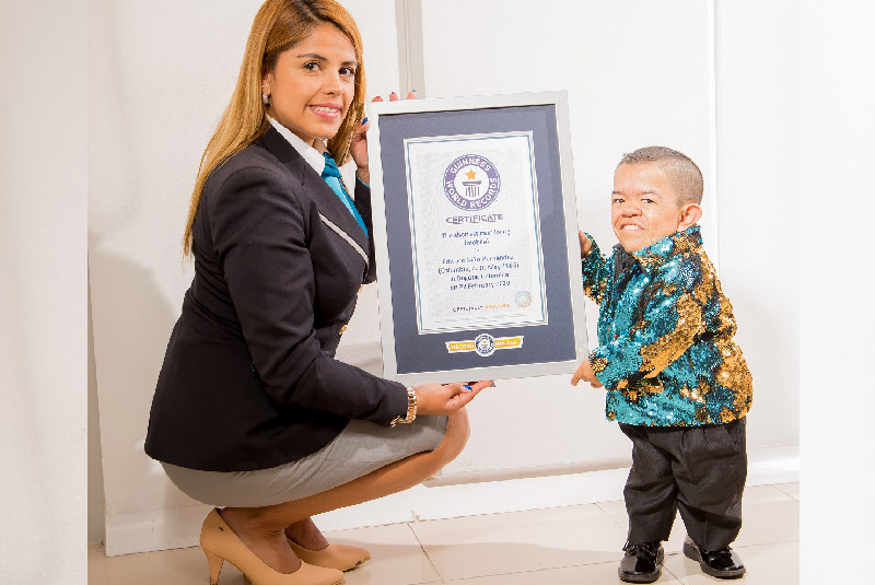 Edward Niño Hernández regains his Guinness world records title for the shortest man living