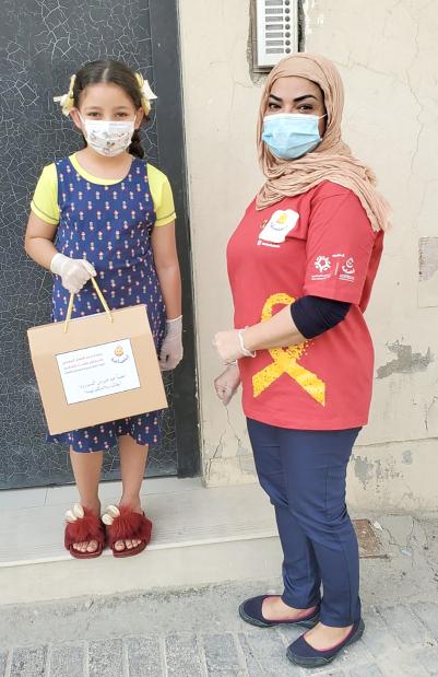 <p>A child receives a kit.</p>