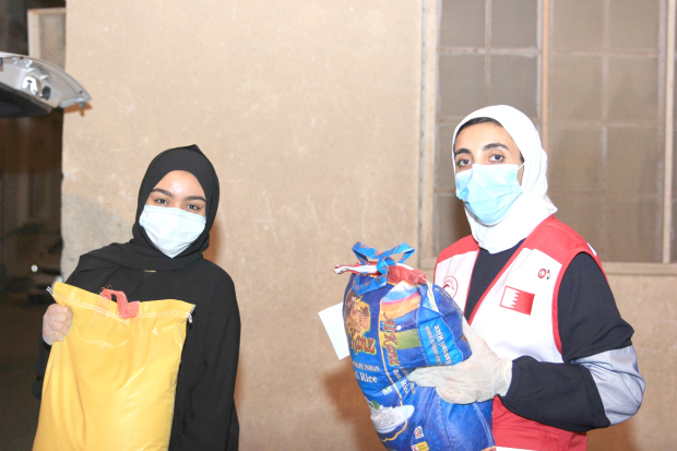 <p>Ramadan aid has been delivered to 4,500 needy families in Bahrain as part of a campaign by the Bahrain Red Crescent Society (BRCS). The in-kind assistance was given to eligible families in their homes, instead of inviting them to the society's headquarters as was the practice every year, as part of precautionary measures to prevent the spread of the coronavirus. The volunteers visited the families in 73 neighbourhoods, villages, cities and governorates. Express Rent a Car loaned 14 cars for free to help in the distribution efforts. BRCS director general and acting general secretary Mubarak Al Hadi praised the volunteers' dedication and sincerity. Above, a volunteer delivers food to a family.</p>