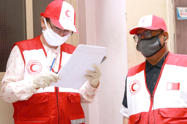 <p>Volunteers going through a check list.</p>