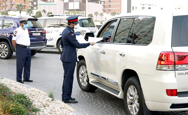 Legal measures were taken against 282 people in Muharraq for failing to wear masks as a mandatory precautionary measure to combat Covid-19. The police also clamped down on 12 shops which did not comply with social distancing. Muharraq Police Directorate carried more than 350 campaigns across the governorate to create awareness among citizens.