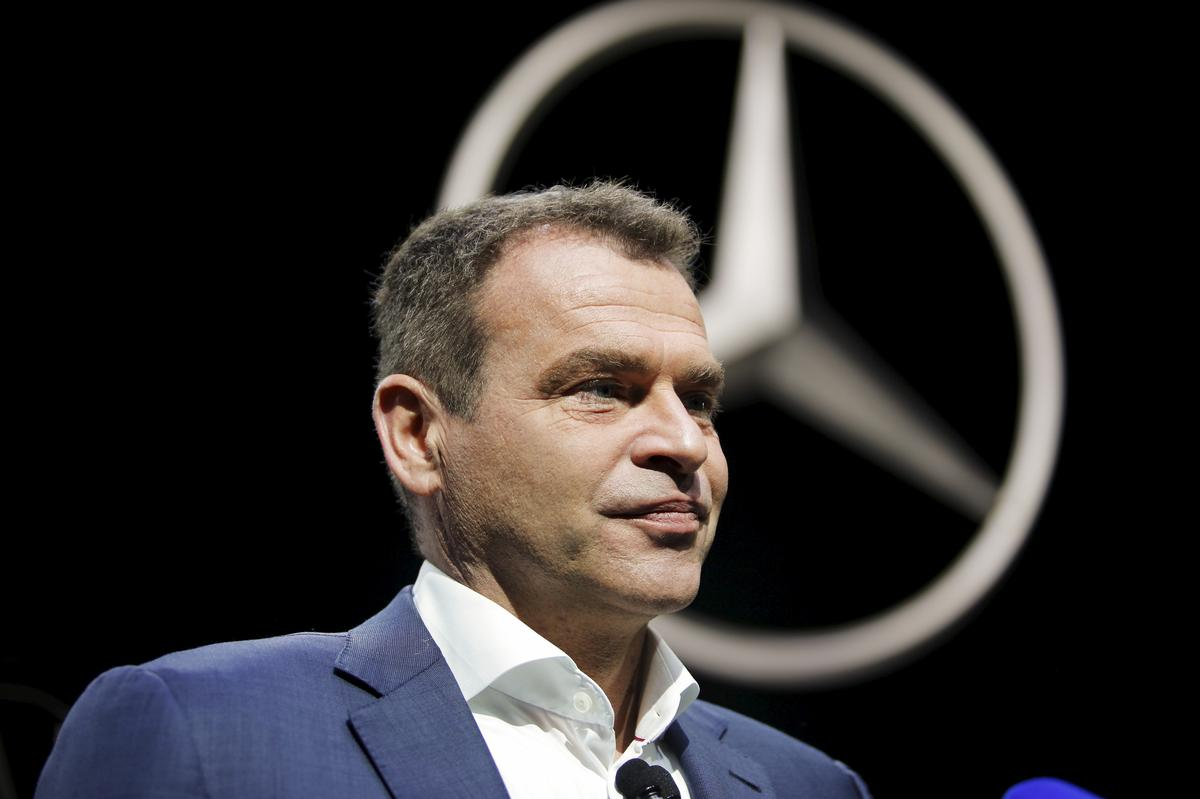 Aston Martin confirms Mercedes boss Moers will replace CEO Palmer