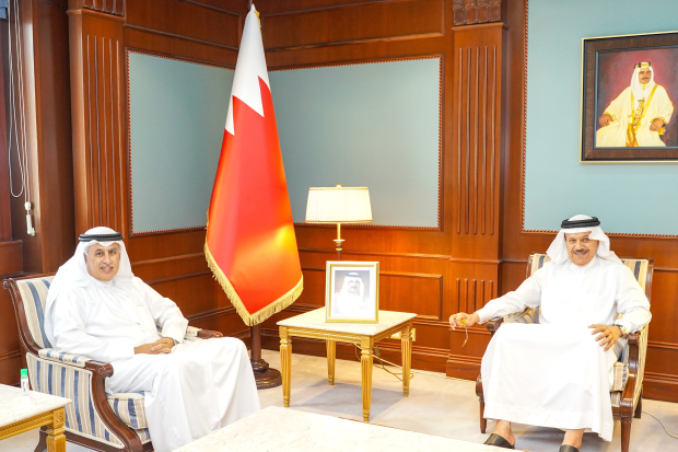 Foreign Minister Dr Abdullatif Al Zayani yesterday received Industry, Commerce and Tourism Minister Zayed Alzayani and discussed co-operation to enhance the kingdom's efforts to combat Covid-19. The Foreign Minister commended Gulf Air's efforts to facilitate the return of Bahraini citizens, as well as allocate flights to transport medicines, medical equipment and food supplies.