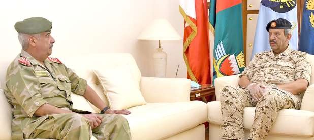 <p>BDF Commander-in-Chief Marshal Shaikh Khalifa bin Ahmed Al Khalifa yesterday received National Guard Commander General Shaikh Mohammed bin Isa Al Khalifa and discussed co-operation.</p>