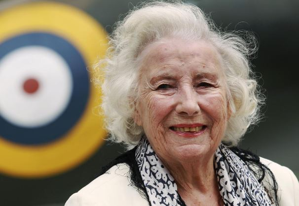 Singer Vera Lynn, 'Forces' Sweetheart' in wartime Britain, dies at 103