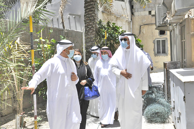 <p>Housing Minister Bassem Al Hamer yesterday visited Al Salhiya village with MP Sawsan Kamal and several ministry officials, directed by His Royal Highness Prime Minister Prince Khalifa bin Salman Al Khalifa. They identified local citizens&rsquo; needs and explored opportunities to provide a housing project.</p>