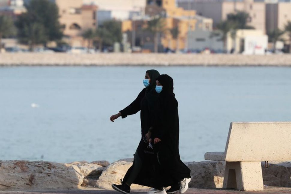 Saudi Arabia to re-open shops from tomorrow