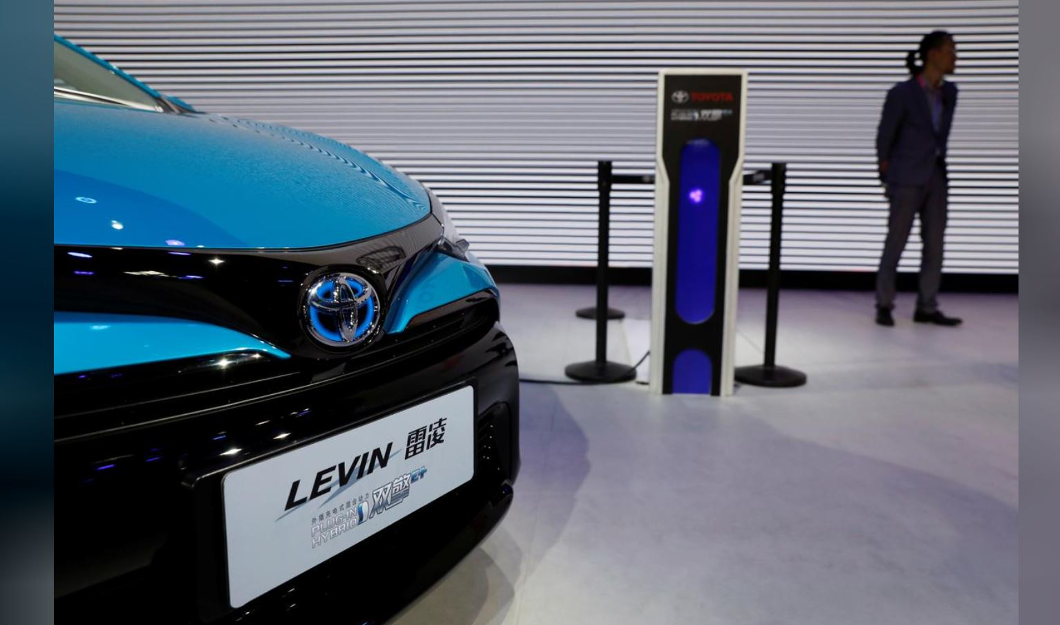 China eases green rules for petrol-electric hybrids, giving makers space to manoeuvre