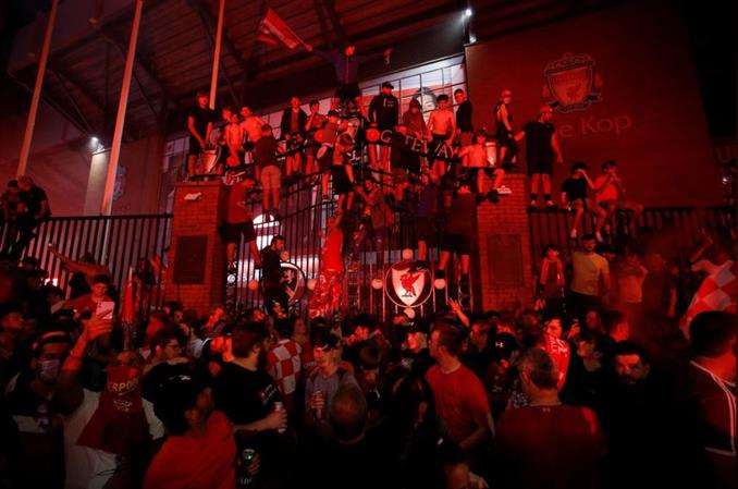 Liverpool fans turn the city red after breaking 30-year Premiership drought