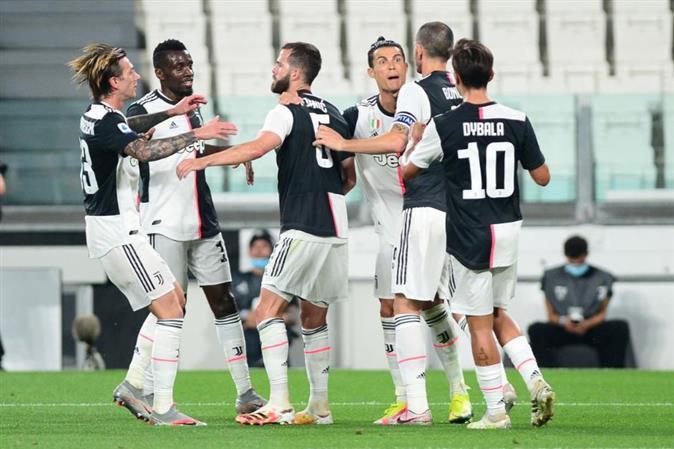 Ronaldo runs riot as Juventus crush 10-man Lecce