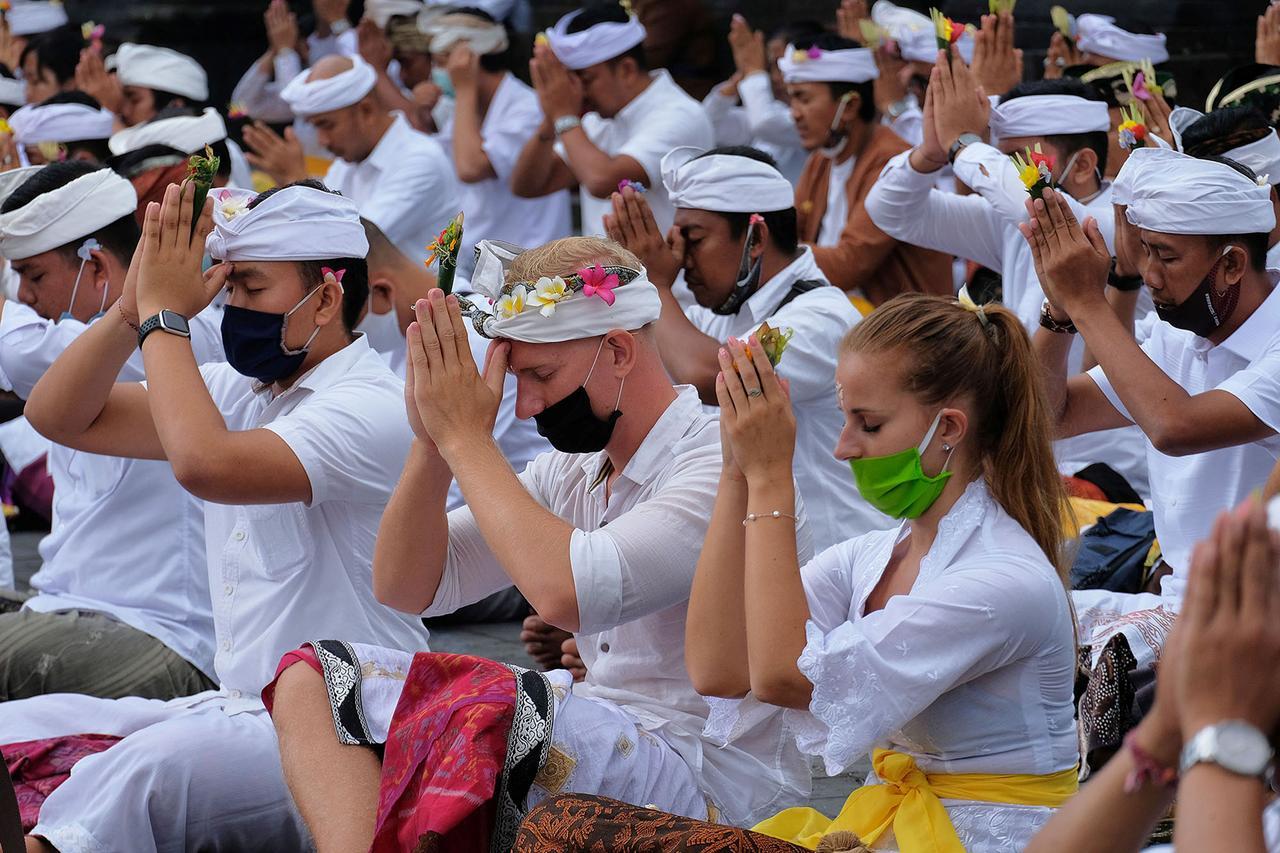Bali holds mass prayers for reopening from coronavirus lockdown