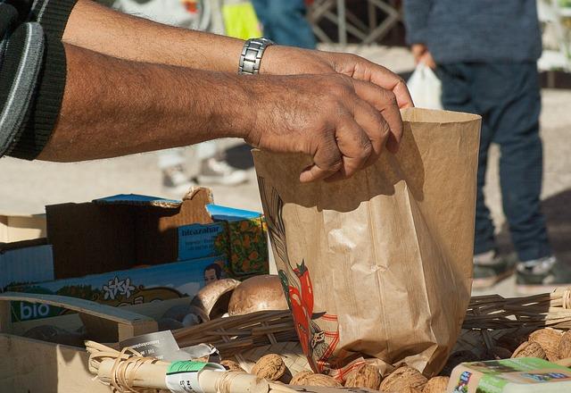 Cabinet orders crackdown on expatriate street vendors