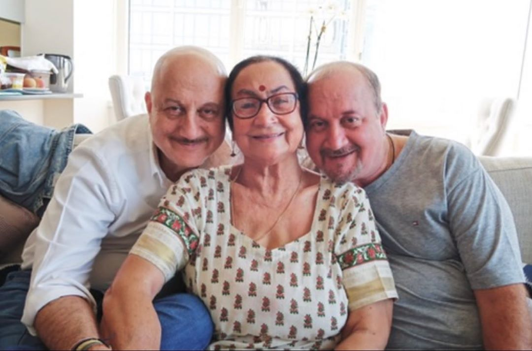 Bollywood star Anupam Kher's mother and brother's family contract virus