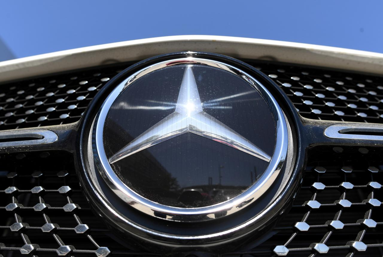 Daimler talks with workers heat up, with 15,000 jobs at risk