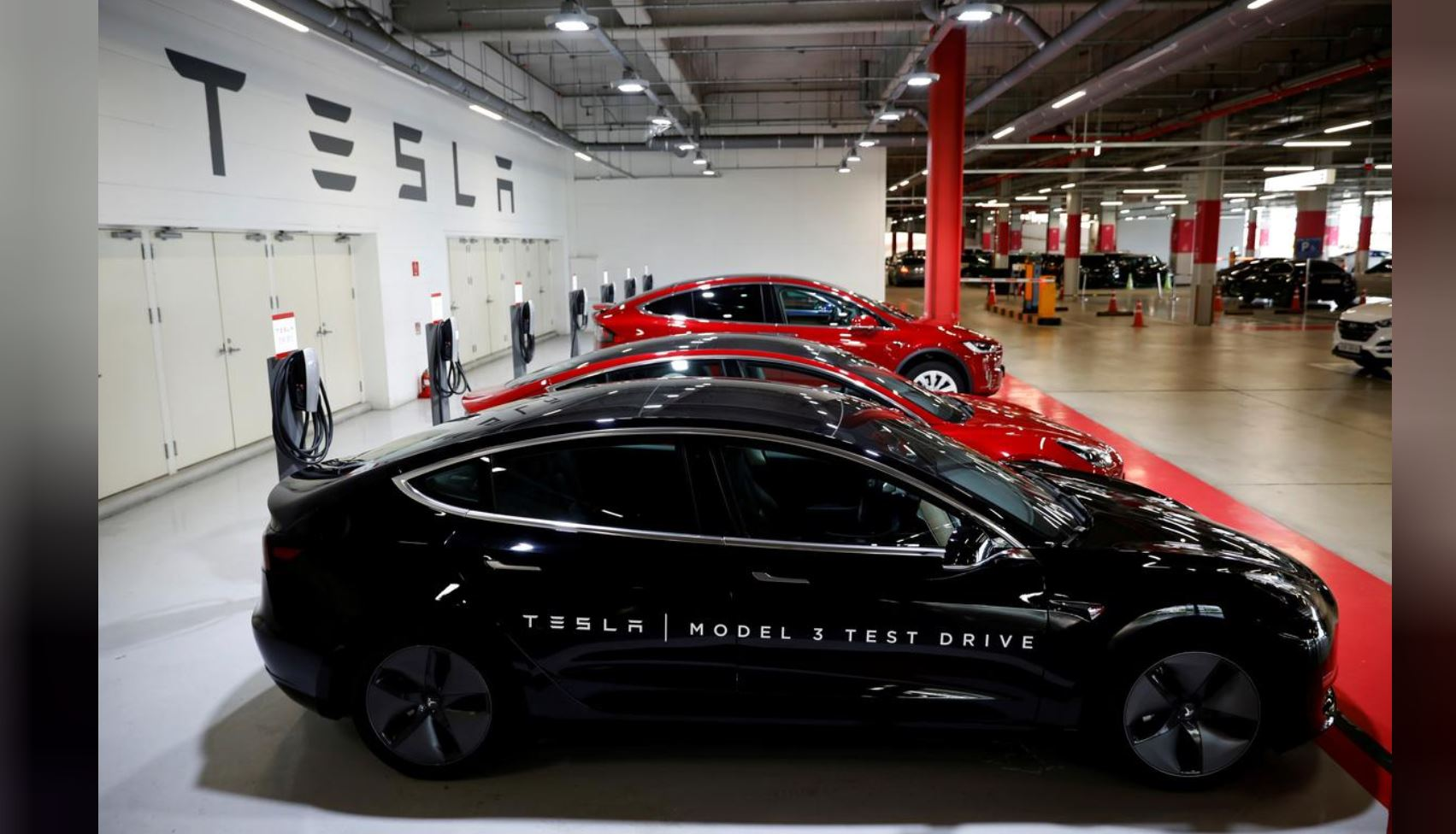 Tesla hiring servicing staff in 'unsupportive' Singapore
