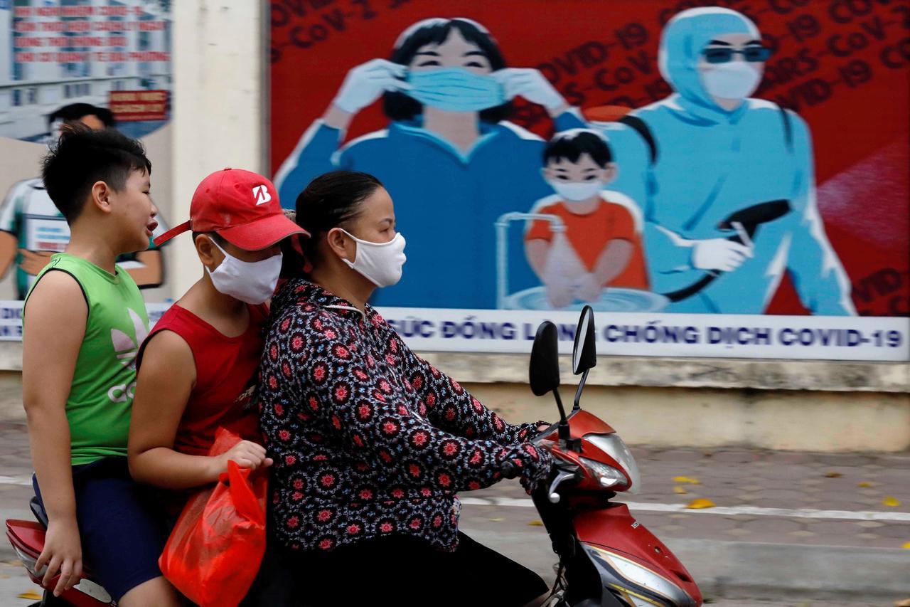 Vietnam virus outbreak hits factories employing thousands in Danang epicentre