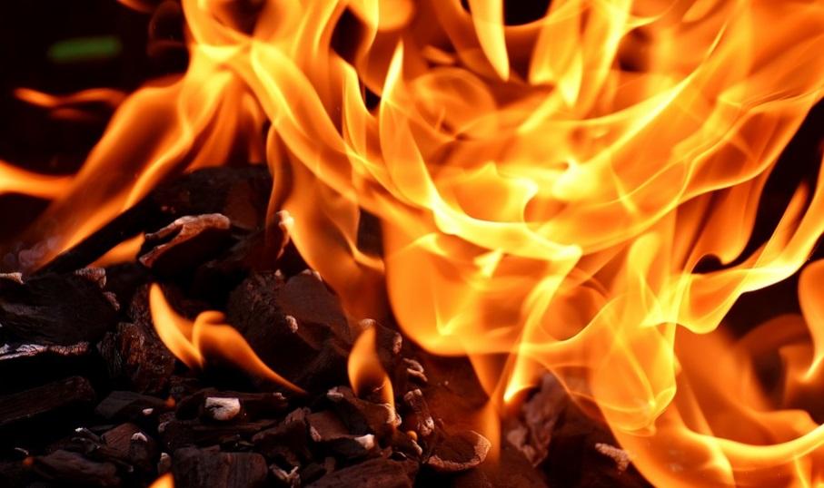 Over 300 firemen battled massive fire in Kuwait parking lot