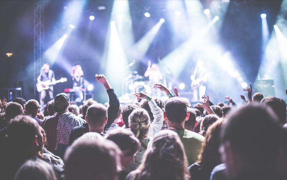 Beirut-born singer Mika to livestream concert for blast victims