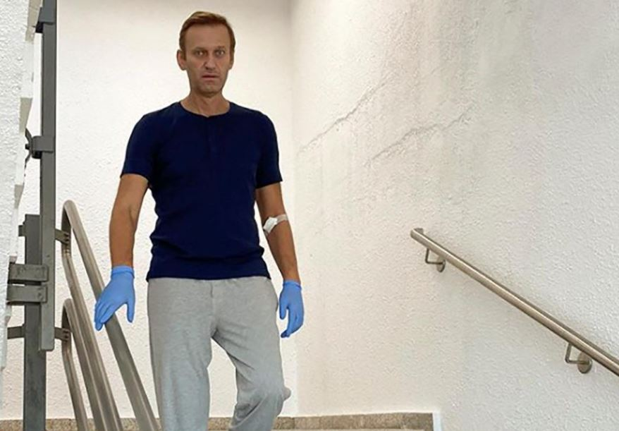 Merkel visited Kremlin critic Navalny in hospital