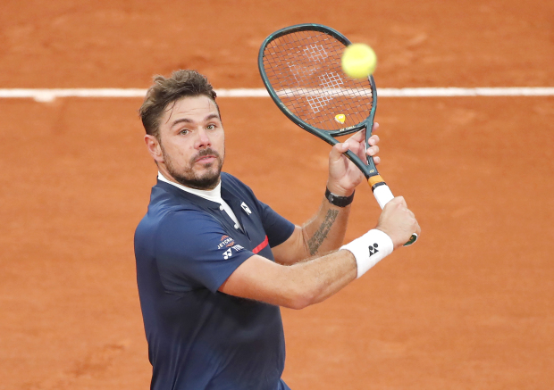 Wawrinka thrashes Murray in first round