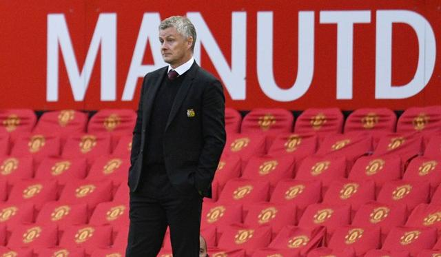 Manchester United fall into the red as shutdown hits revenue