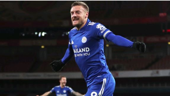 Vardy header gives Leicester first win at Arsenal in 47 years