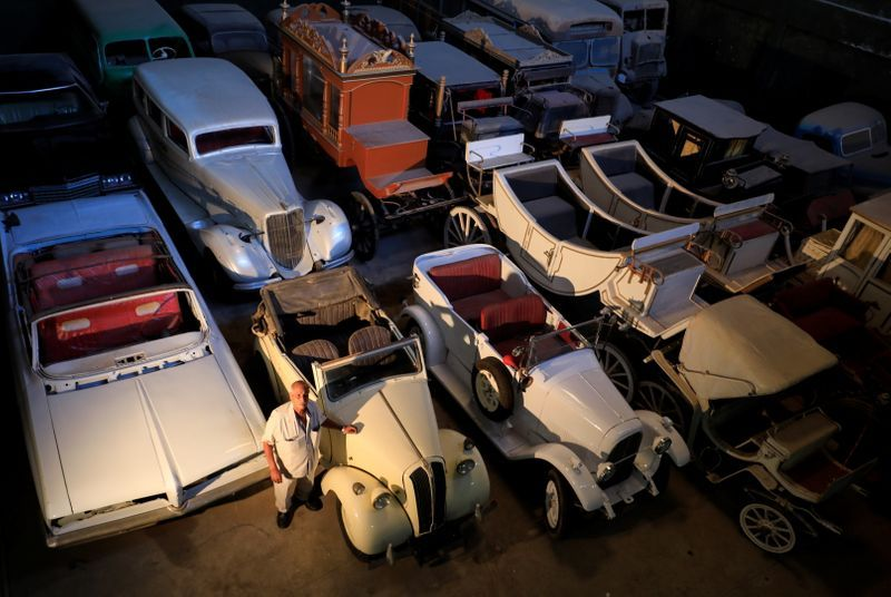 Egypt collector accumulated over 100 vintage cars