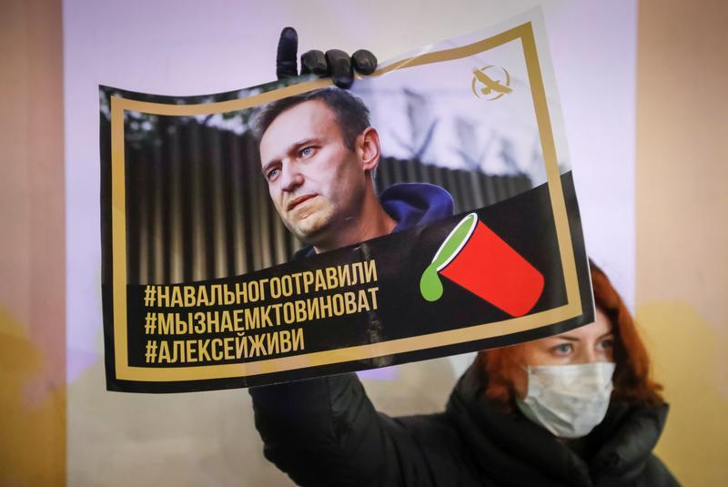 World News: Kremlin critic Alexei Navalny due to fly back ...